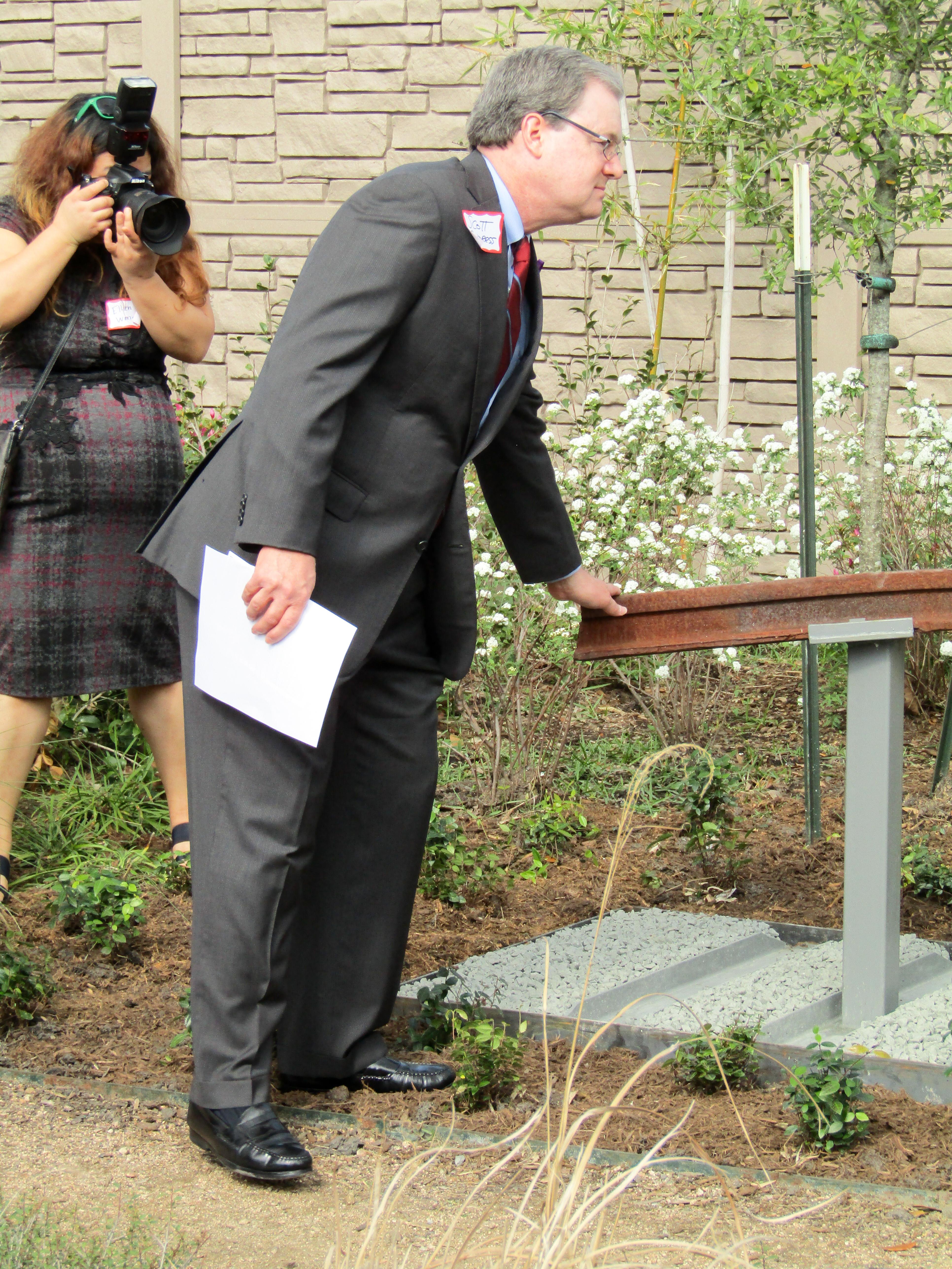 Alzheimer's Association Houston 9-11 Memorial Garden Pastor Scott